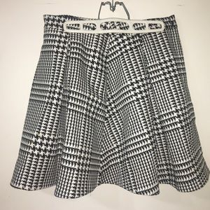 High waisted pleated mini skirt, black and white